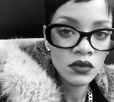 sev-celebrities-in-glasses-rihanna-lgn